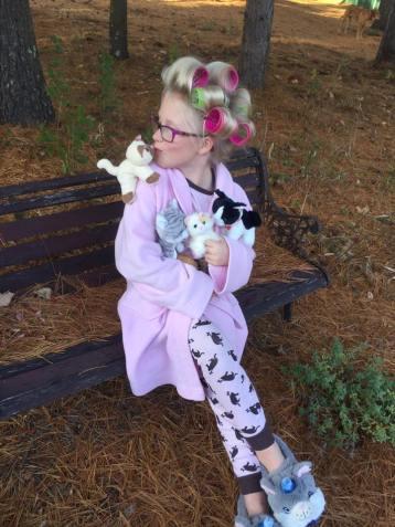 tamcam10.com | Crazy Cat Lady | Halloween | Costume | Easy | Girls