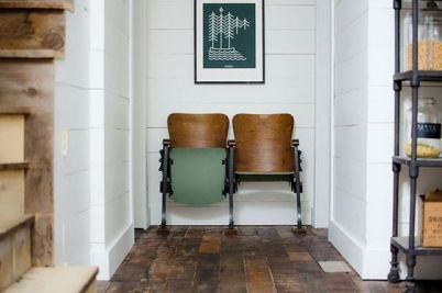entryway decor ideas with vintage theater chairs (11)