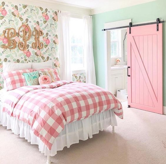 girls room decor ideas farmhouse chic light pink mint green floral wall paper sliding barn door checkered quilt tamcam10