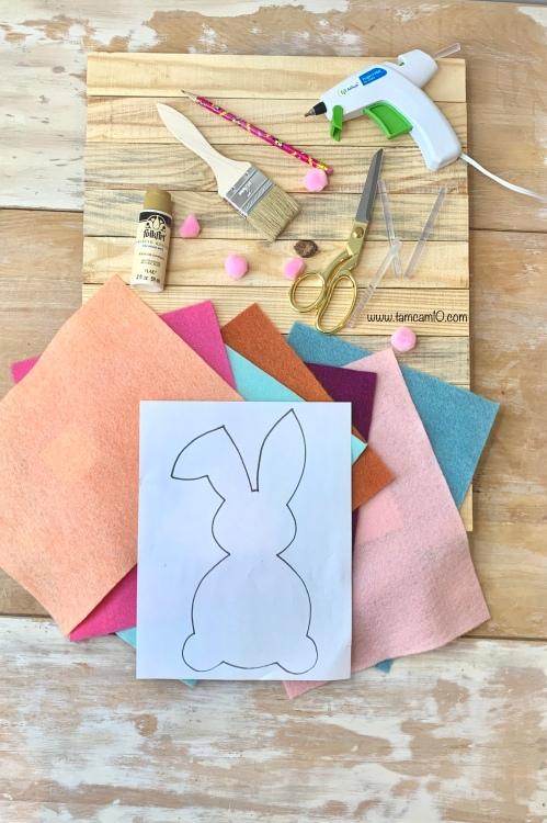 DIY Bunny Wall Craft Felt Flowers Pallet Project White Wash Glue Gun tamcam10
